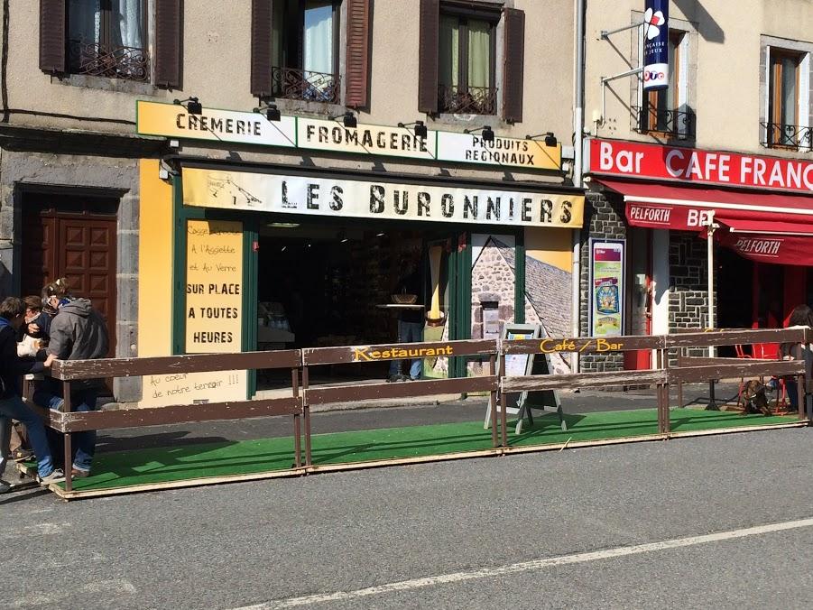 La fromagerie des Buronniers à Laguiole idéale pour une planche de fromages et de charcuteries en terrasse