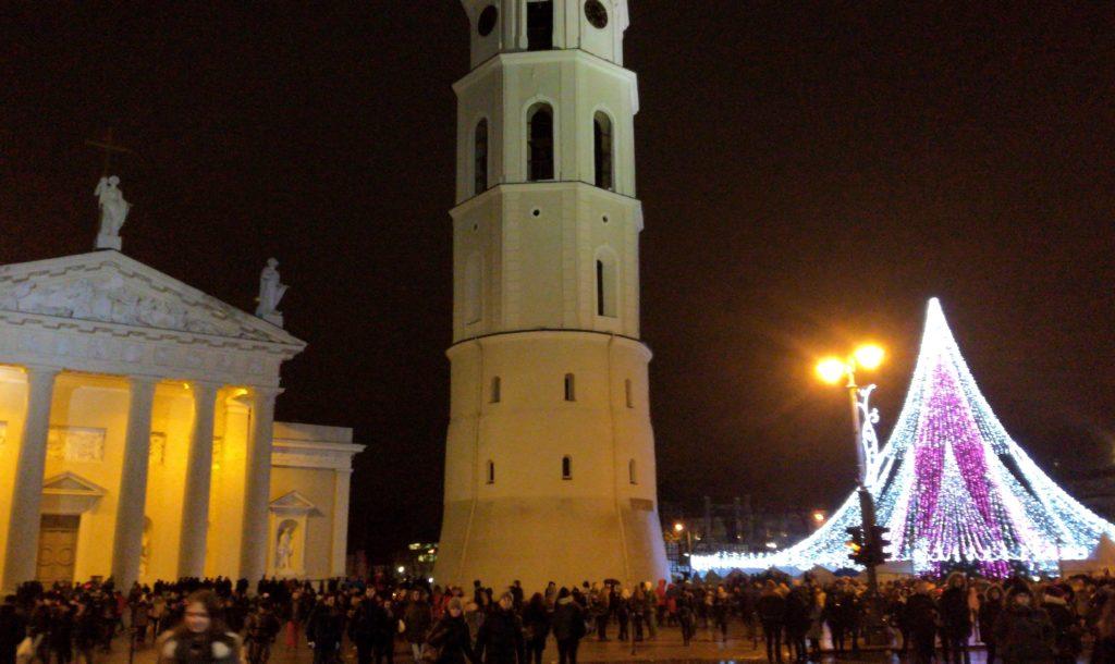 Le marché de Noël de Vilnius en Lituanie sur la place de la Cathédrale Saint-Stanislas de Vilnius