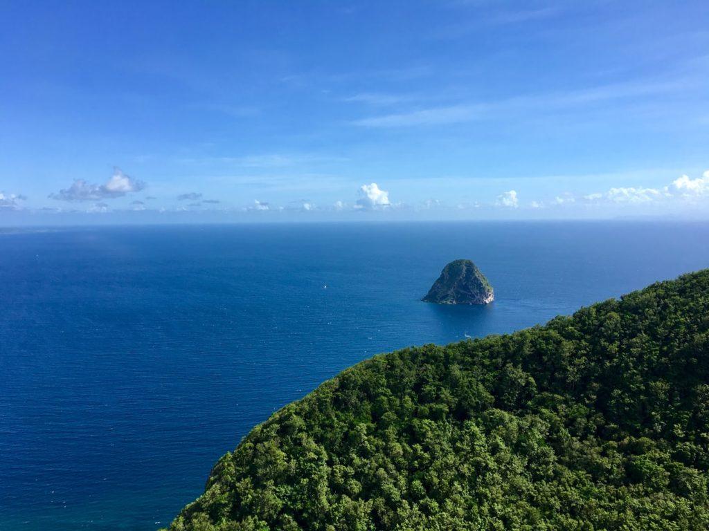 Le Rocher du Diamant vu depuis Morne l'Archer en Martinique