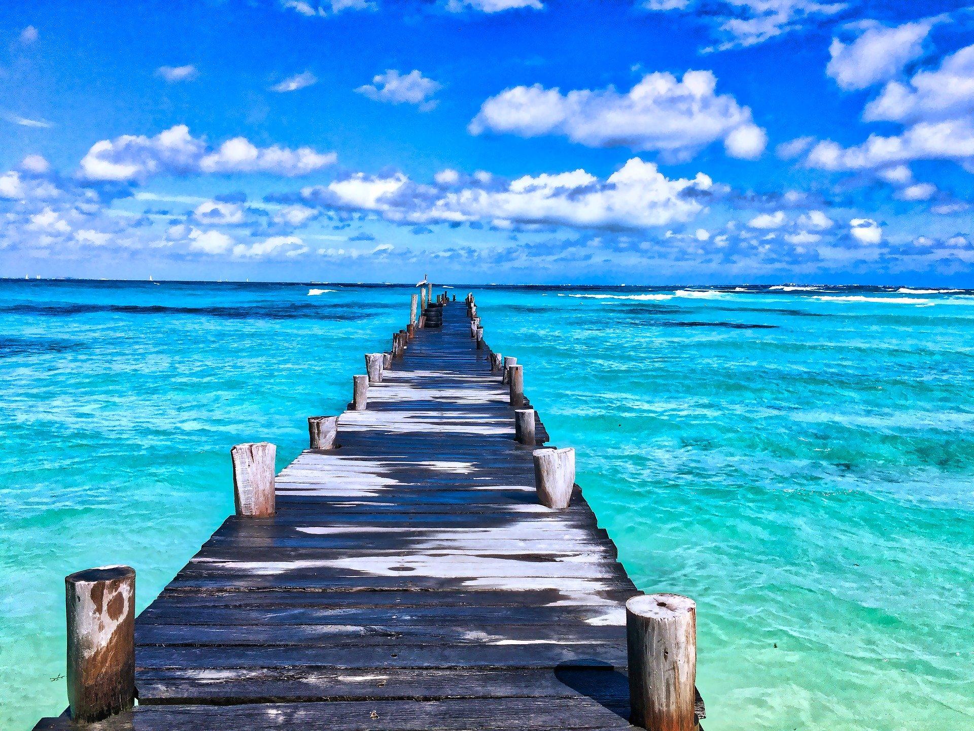Ponton sur l'océan Atlantique au Mexique