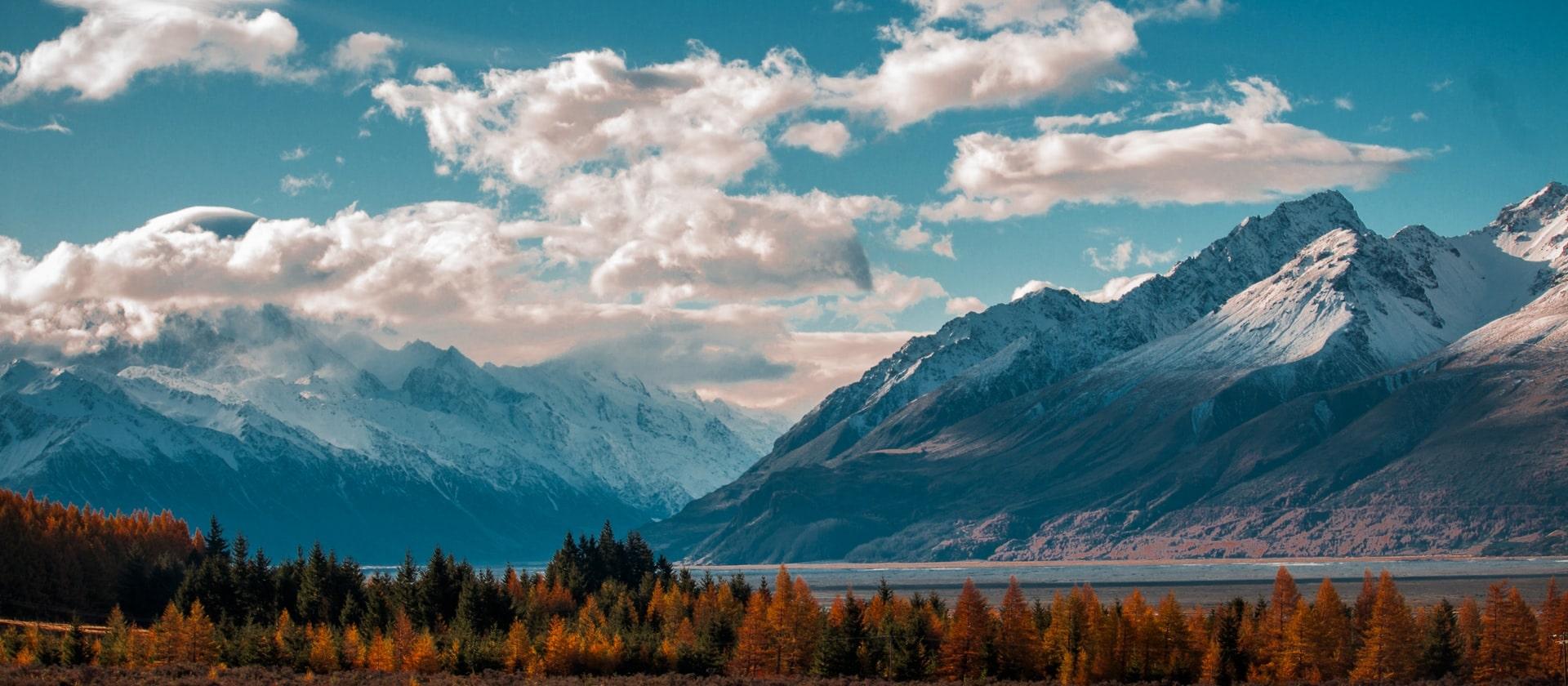 Le lac Pukaki aux pieds des montagnes en Nouvelle-Zélande
