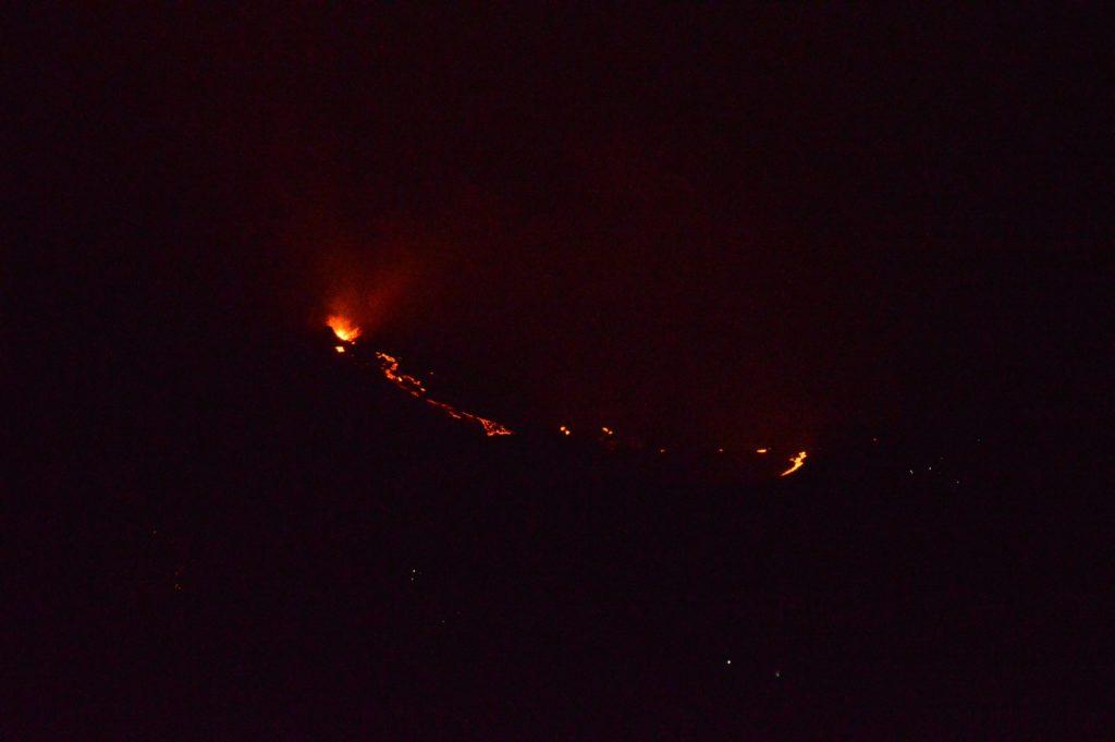Le volcan le Piton de la Fournaise en éruption sur l'île de la Réunion