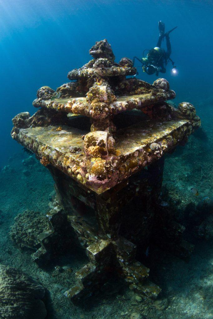 Epave sous-marine à Amed sur l'île de Bali en Indonésie