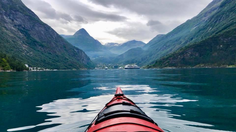 Kayak sur le lac du Geirangerfjord