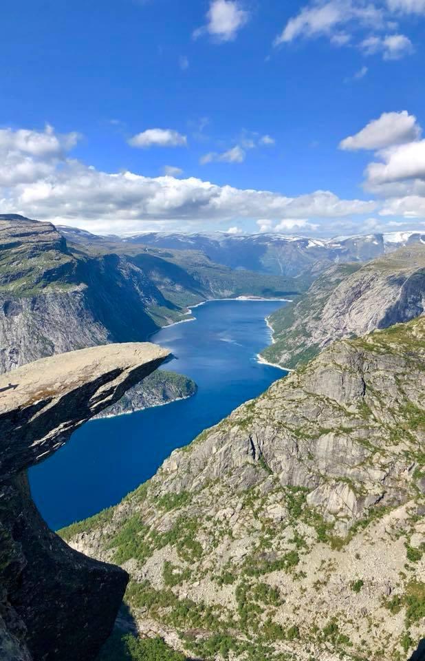 La vue depuis Trolltunga en Norvège